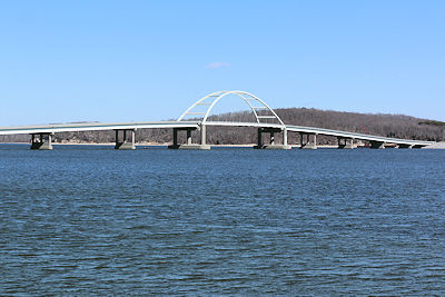 Lane closures and traffic shifts on Eggners Ferry Bridge starting Monday